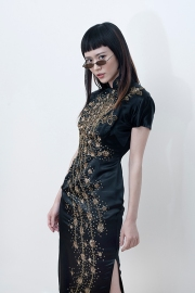 Image shows fashion loving blogger Freya Siu from China, styled and photographed by Pat Lyttle. Freya wears a hand embroidered vintage Cheongsam from the 1940s.